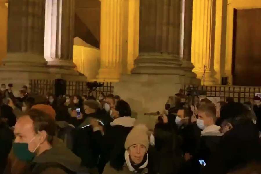 Protesty przeciw zawieszeniu mszy z powodu lockdownu