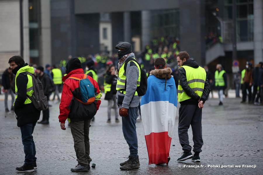 """Demonstracje """"żółtych kamizelek"""" przeciwko ustawie o globalnym bezpieczeństwie"""