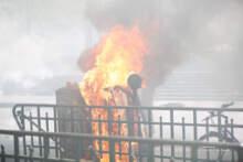 Ekspert: Demonstranci stają się coraz bardziej brutalni, tym samym odpowiada policja