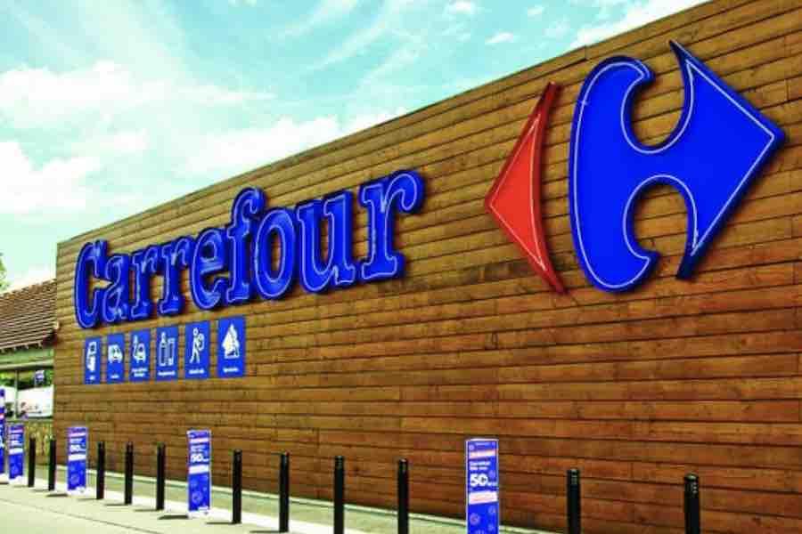 """Carrefour zapowiada zatrudnienie tysięcy młodych z """"pokolenia Covid-19"""""""