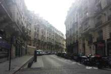 Tajna impreza pod oknami premiera Jeana Castexa w Paryżu