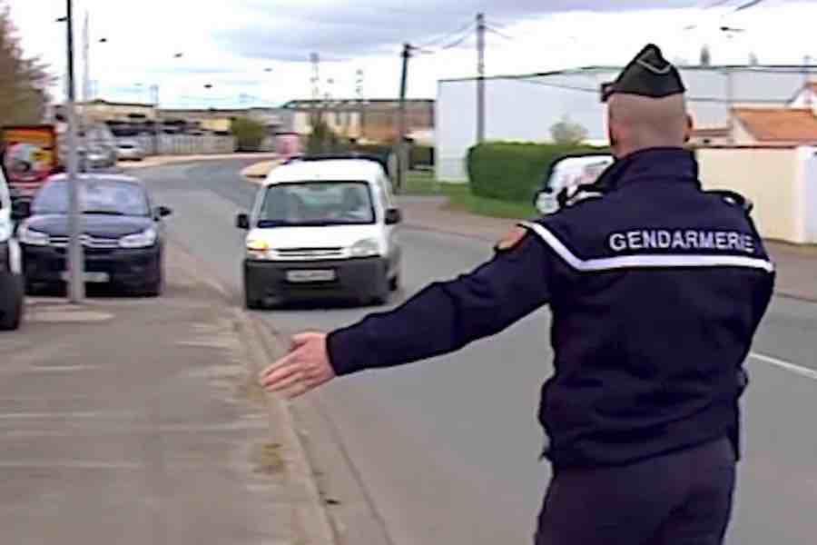 Emmanuel Macron dopuszcza możliwość złagodzenia godziny policyjnej