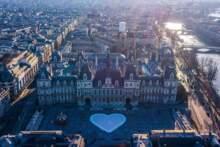 14 lutego: Wyznaj miłość Paryżowi