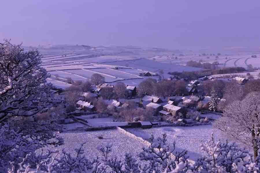 Atak zimy we Francji: obfite opady śniegu w Bretanii i niskie temperatury na północy