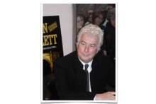 Pisarz Ken Follett przekaże 148 tys. euro z honorarium na odnowę katedry w Bretanii