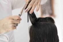 Lockdown: Rząd nie zamknie salonów fryzjerskich