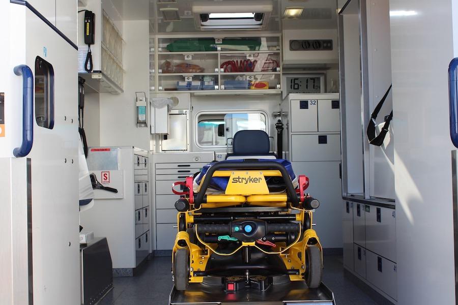 Rozpoczęto transfery pacjentów z koronawirusem z Paryża do innych regionów
