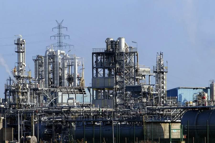 Francuski Total zawiesza gigantyczną inwestycję gazową przez ataki terrorystyczne