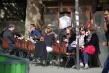 Otwarcie tarasów i ogródków w restauracjach; prezydent i premier na porannej kawie