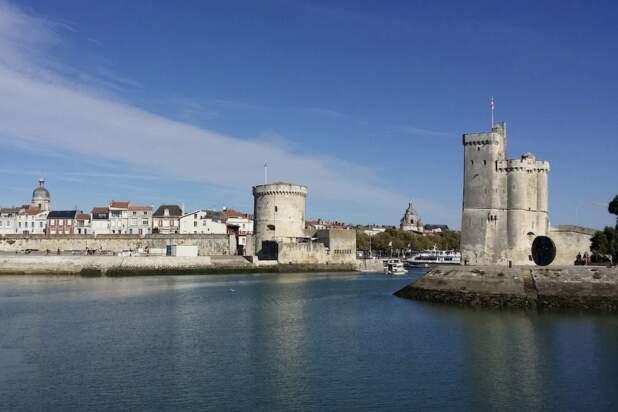 Na ulicach La Rochelle pojawiły się tabliczki objaśniające kolonialną przeszłość miasta