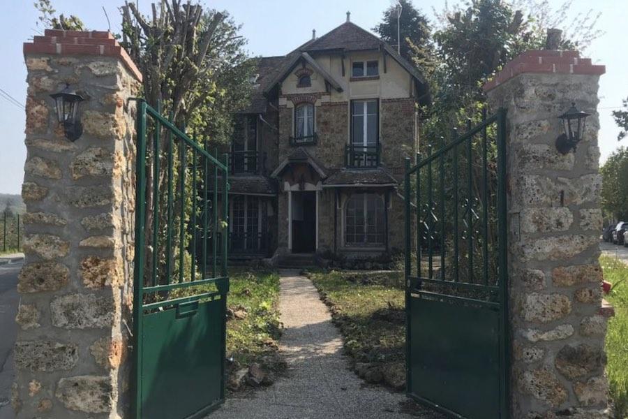 Premier Morawiecki: Zleciłem działania zmierzające do zakupu domu Marii Skłodowskiej-Curie