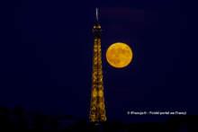 Truskawkowy Księżyc w Paryżu