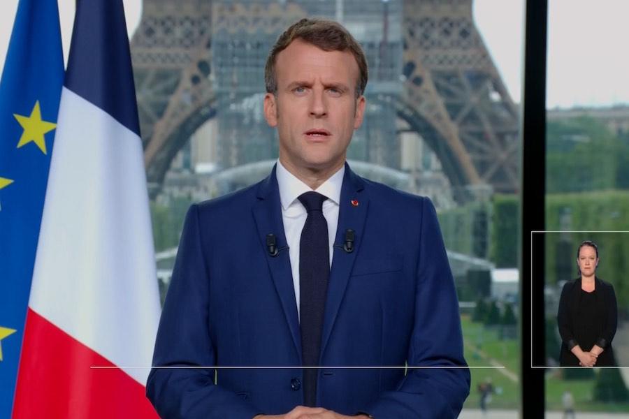 Macron zapowiada obowiązkowe szczepienia dla medyków i opiekunów