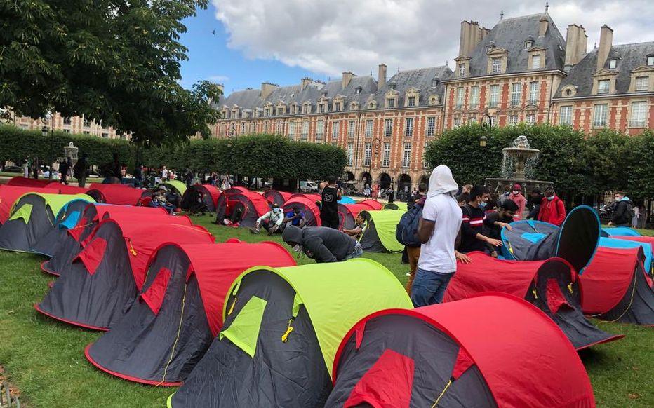 Około 400 bezdomnych w miasteczku namiotowym w centrum Paryża