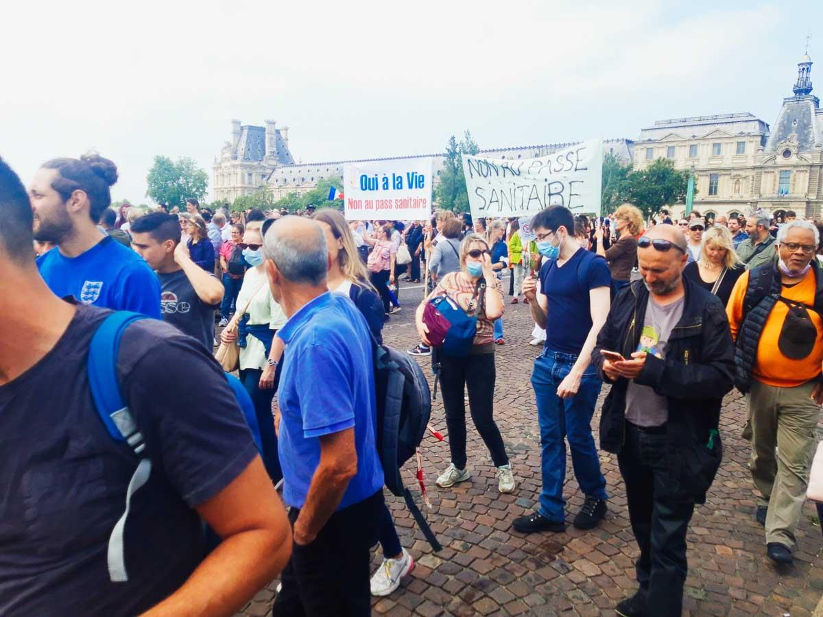 Przepustki sanitarne: Prawie 48 tys. uczestników dzisiejszych manifestacji