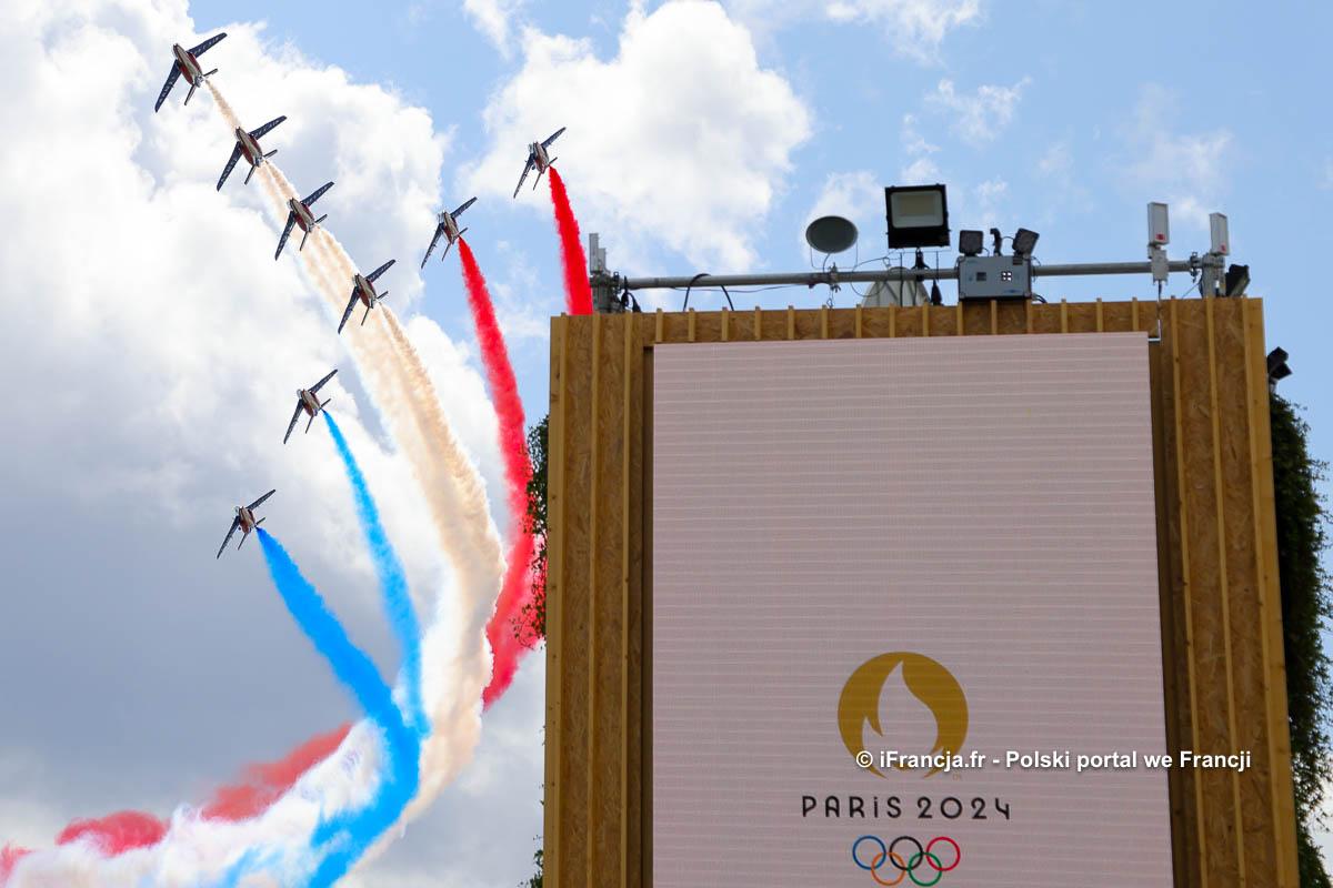 Uroczystości w Paryżu z okazji przekazania flagi olimpijskiej