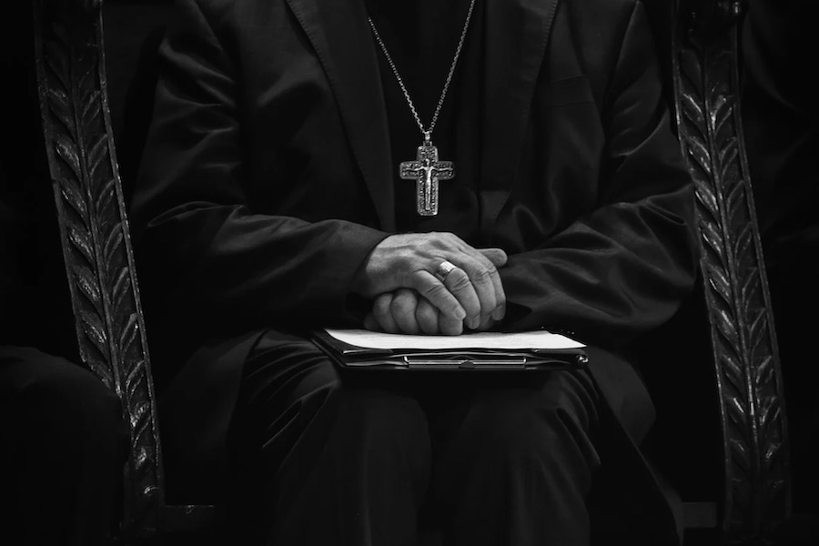 Szef MSW: mimo tajemnicy spowiedzi księża mają informować o przypadkach pedofilii